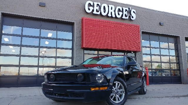 2005 FORD MUSTANG V6 DELUXE 2DR COUPE black wow what a sweetheart american icon ford has done