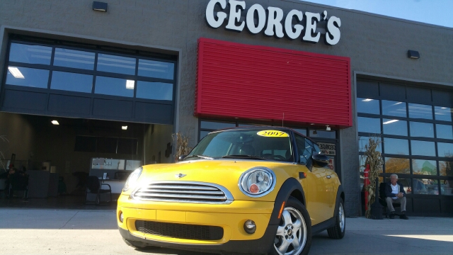 2007 MINI COOPER BASE 2DR HATCHBACK mellow yellow carfax 1 owner and no accidents pass go and he
