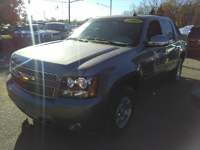 2007 CHEVROLET AVALANCHE LS 1500 4DR CREW CAB 4WD SB gray my my my what a deal want to stretc