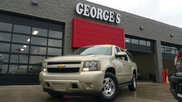2007 CHEVROLET SUBURBAN LT 1500 4DR SUV 4WD gold mist metallic 4wd and cloth seats are move-in re