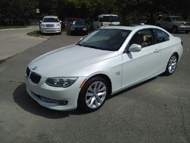 2012 BMW 3 SERIES 328I XDRIVE AWD 2DR COUPE white carfax no accidents awd wow what a sweetheart