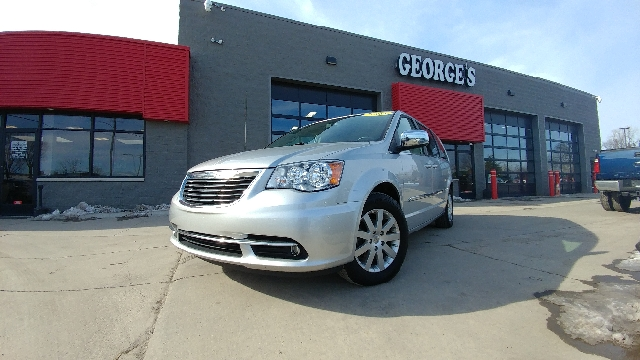 2011 CHRYSLER TOWN AND COUNTRY TOURING-L 4DR MINI VAN bright silver metallic carfax 2 owners and n