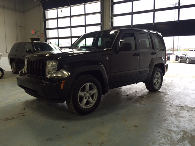 2009 JEEP LIBERTY SPORT 4X4 4DR SUV brilliant black crystal pearl 4wd brings the goods load lat