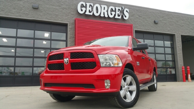 2015 RAM RAM PICKUP 1500 EXPRESS 4X4 4DR CREW CAB 55 FT flame red clearcoat wow what a beautif