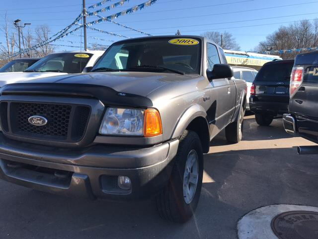 2005 FORD RANGER EDGE 4DR SUPERCAB 4WD SB gray carfax 1 owner 40l v6 sohc and 4wd attention