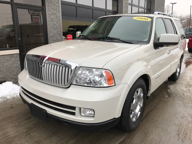 2006 LINCOLN NAVIGATOR LUXURY 4DR SUV 4WD cashmere tri-coat 4wd and leather bold anti-lock brakin