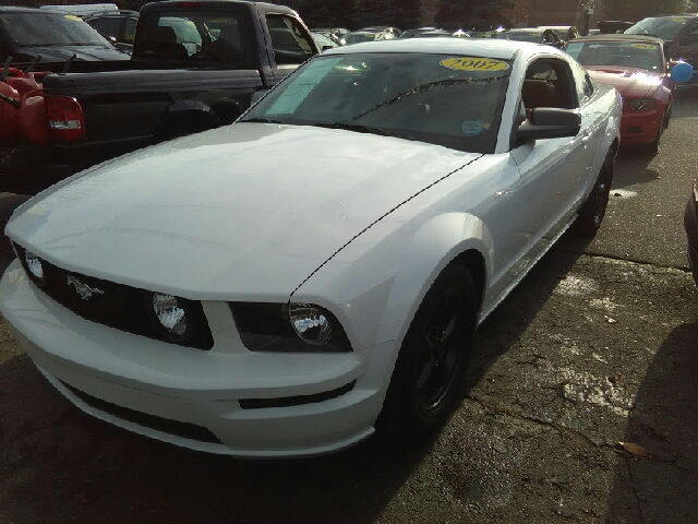 2007 FORD MUSTANG GT DELUXE 2DR COUPE white carfax 1 owner 46l v8 ohc 24v 5 speed with these