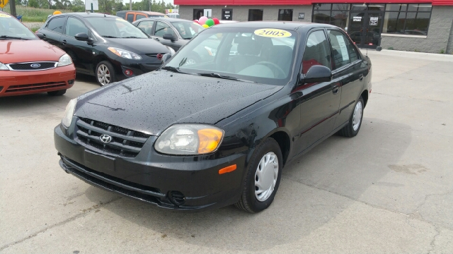 2005 HYUNDAI ACCENT GLS 4DR SEDAN ebony black hyundai has done it again they have built some sup
