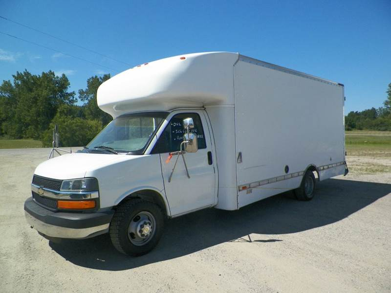 2004 CHEVY G30 COMMERCIAL VAN white its like a bus in the front with a 16ft box on the back and