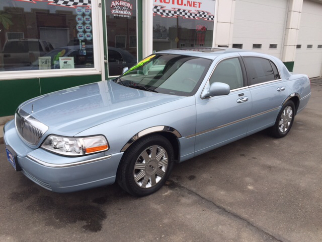 2005 lincoln town car signature limited 4dr sedan in akron co akron auto. Black Bedroom Furniture Sets. Home Design Ideas