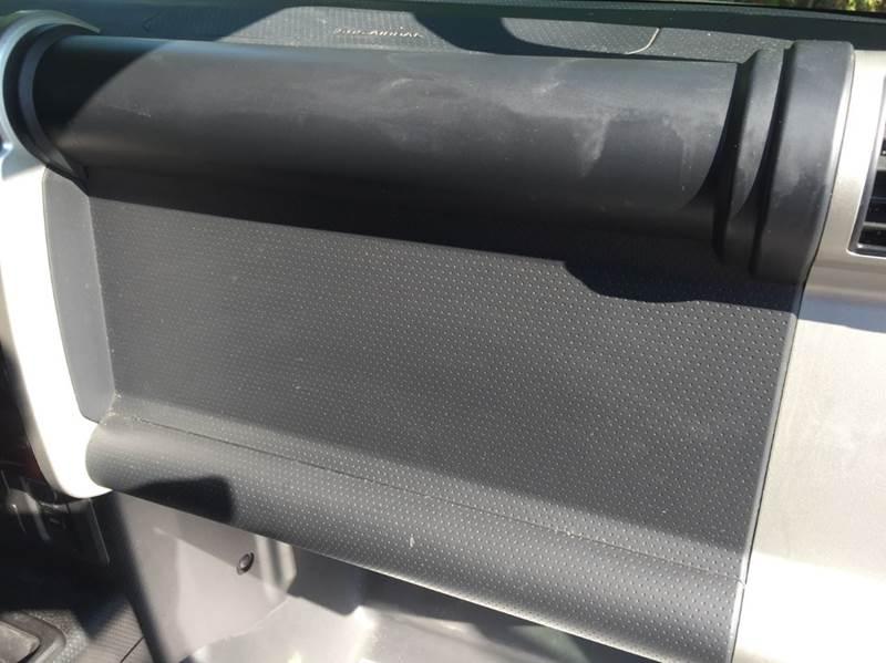 2007 Toyota FJ Cruiser Base 4dr SUV 4WD (4L V6 6M) - Dickinson TX