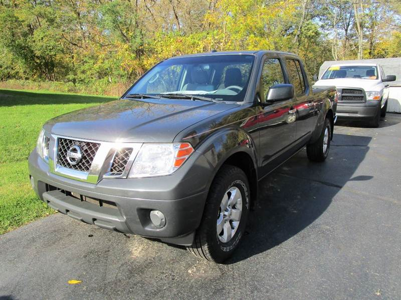 2012 NISSAN FRONTIER SV V6 4X4 4DR CREW CAB LWB PICKU gray this 2012 nissan frontier is ready to