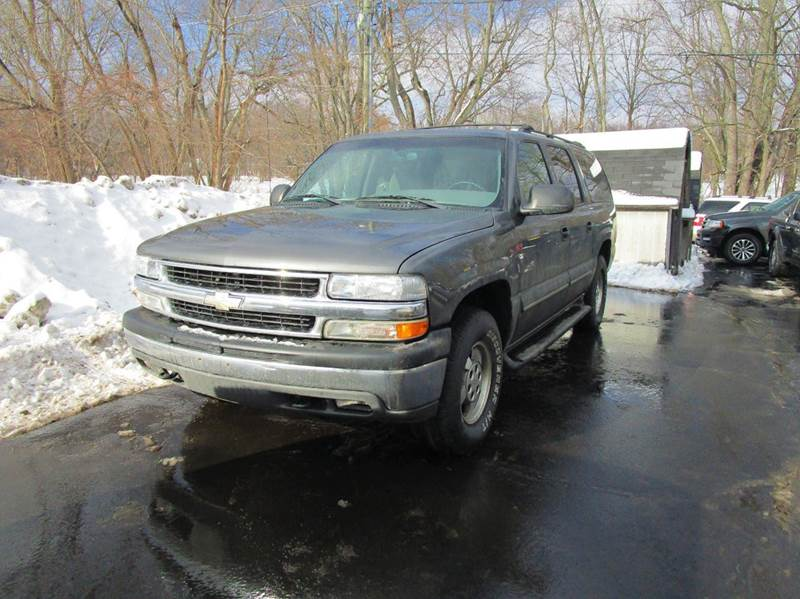 2002 CHEVROLET SUBURBAN 1500 LS 2WD 4DR SUV gray this 2002 chevy suburban is a deal your dont wa