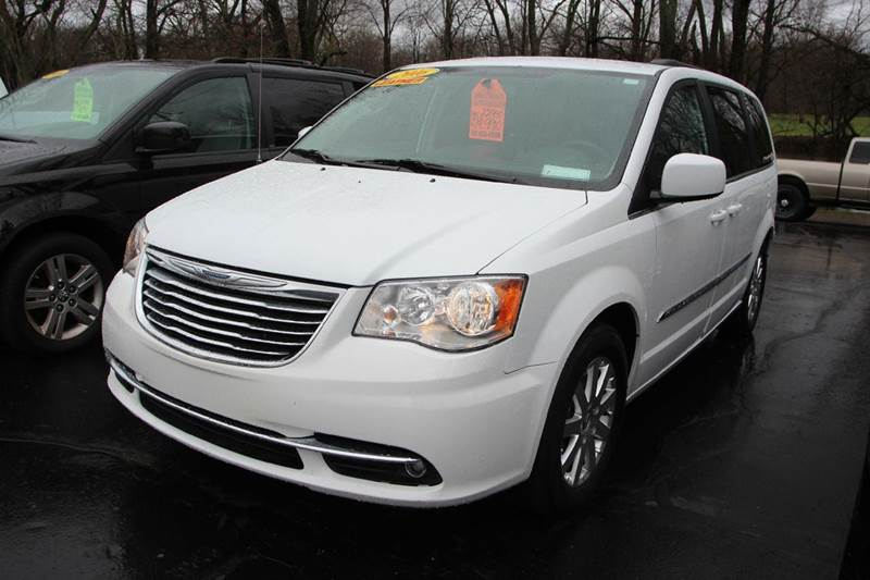 2016 CHRYSLER TOWN AND COUNTRY TOURING 4DR MINI VAN white our 2016 chrysler town and country is r