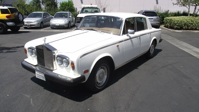 1977 ROLLS ROYCE SILVER SHADOW white exterior color  old ivory antique white    air conditioni