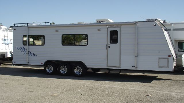 1990 WEEKEND WARRIOR FX3200 TOY HAULER white 1990 weekend warrior toy hauler fx3200 this trailor h
