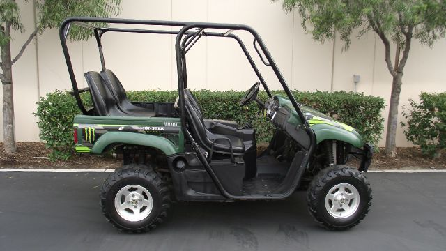 2006 YAMAHA RHINO green 2006 yamaha rhino 450   new battery  full roll cage  rear seats  one i