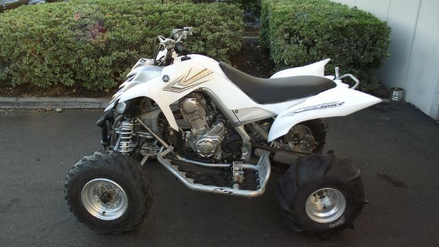 2006 YAMAHA RAPTOR 700R white 2006 yamaha 700r raptor quad   color  white  comes with itp paddl