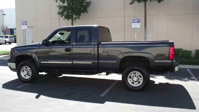 2004 CHEVROLET SILVERADO 2500HD LS 4DR EXTENDED CAB RWD SB gray only 83658 miles   tires are awe