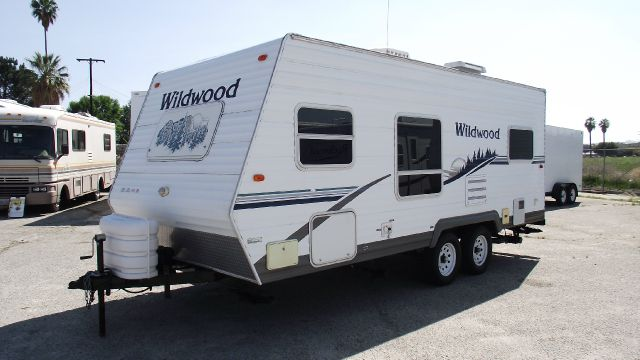 2006 FOREST RIVER WILDWOOD T22 white 2006 forest river wildwood t22  gvwr 7280    uvw 4100  46 gal