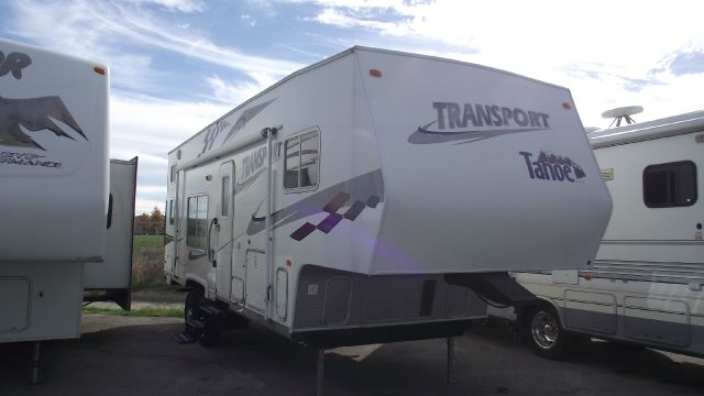 2005 THOR TRANSPORT TAHOE TOY HAULER white 2005 transpot tahoe by thor    27  wtb   toy hauler