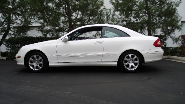 2003 MERCEDES-BENZ CLK-CLASS CLK320 2DR COUPE white 2003 mercedes benz clk320  this car has very l