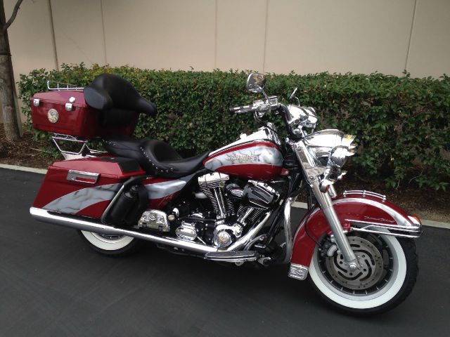 2006 HARLEY-DAVIDSON ROAD KING red 2006 harley davidson road king   vance and hines pipes  new w