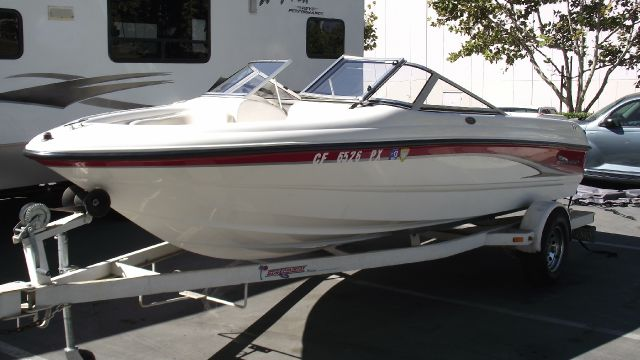 2002 CHAPARRAL SSE 180 red  white 2002 chaparral 180 sse open bow boat    18ft   sunny country