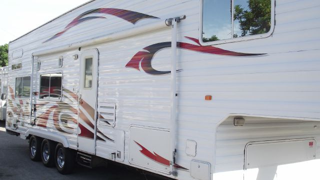 2006 WEEKEND WARRIOR TOY HAULER CAMPER LE 3505 white  red 2006 weekend warrior 5th wheel toy haul