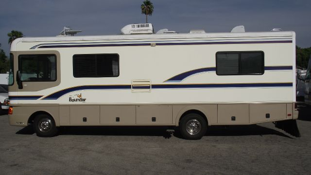 1998 FLEETWOOD BOUNDER tan fleetwood bounder motorhome 1997   super nice in and out   only 20182