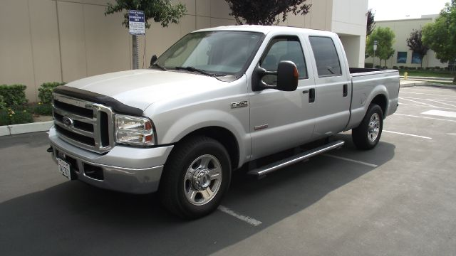 2006 FORD F250 LARIAT CREW CAB 2WD silver only 48189 miles   like new   exterior color  silver