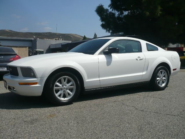 2005 FORD MUSTANG V6 DELUXE COUPE white one owner 2005 ford mustang deluxe 2-door coupe this veh