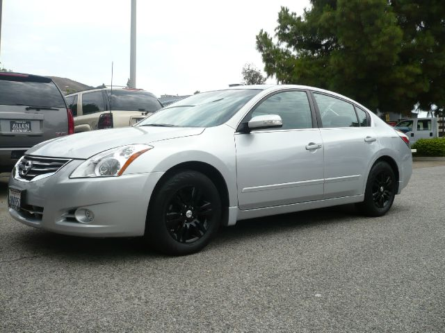 2010 NISSAN ALTIMA 25 S silver one owner low mileage 2010 nissan altima 25 s 4-door sedan this