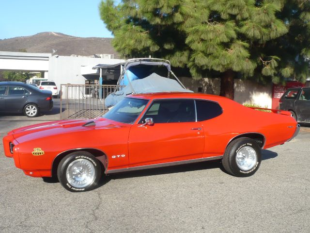 1969 PONTIAC GTO red 1969 pontiac gto judge ram air iv clone this vehicle is equiped with a 400ci