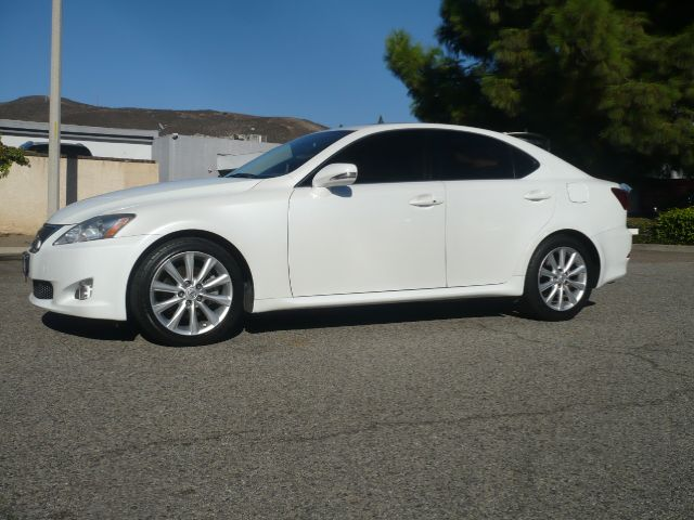 2009 LEXUS IS 250 BASE 4DR SEDAN 6A white local 2009 lexus is 250 4-door sport sedan this vehicl