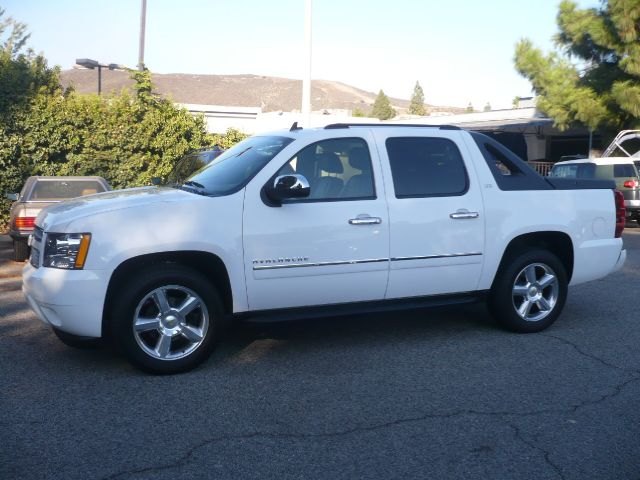 2010 CHEVROLET AVALANCHE LTZ 4X2 4DR PICKUP white local one owner extra clean 2010 chevrolet av