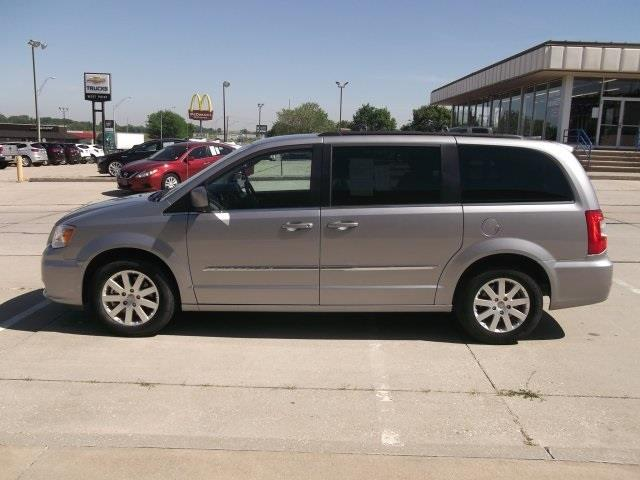 2016 Chrysler Town and Country Touring 4dr Mini-Van - West Point NE