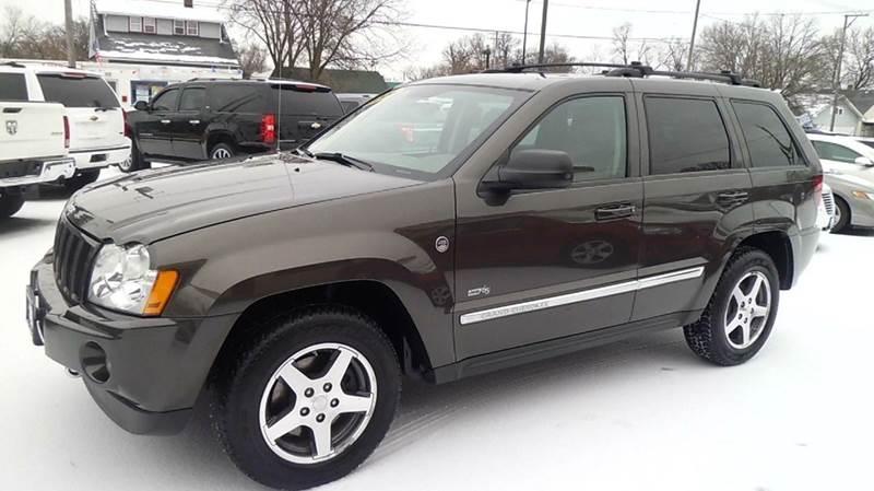2006 jeep grand cherokee laredo 4dr suv 4wd w front side airbags in aurora il aurora auto ctr inc. Black Bedroom Furniture Sets. Home Design Ideas