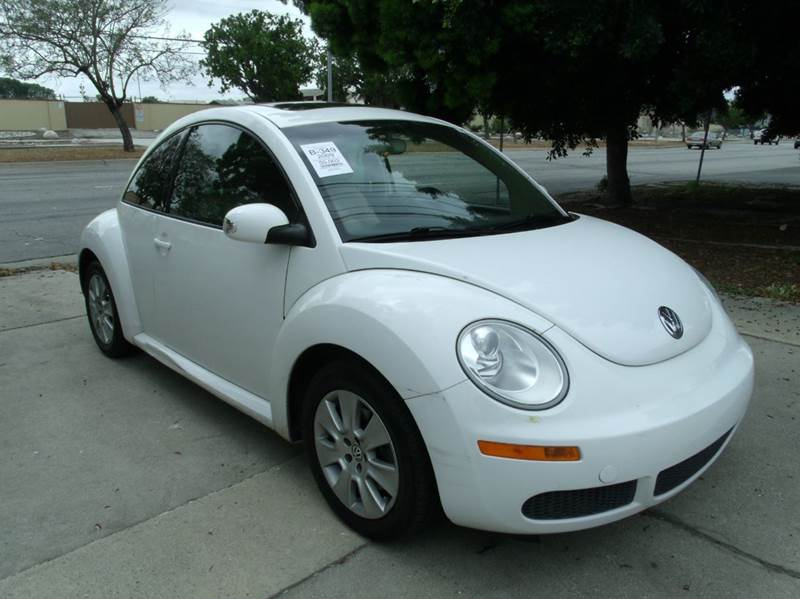 2009 Volkswagen New Beetle PZEV 2dr Hatchback 6A - Los Angeles CA