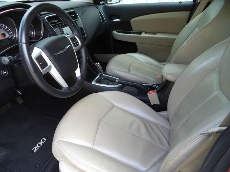 2013 Chrysler 200 Limited 4dr Sedan - Mooresville NC