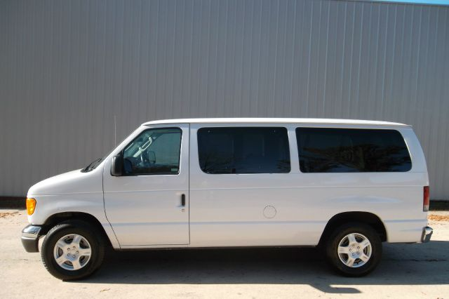 2005 Ford E-Series Wagon