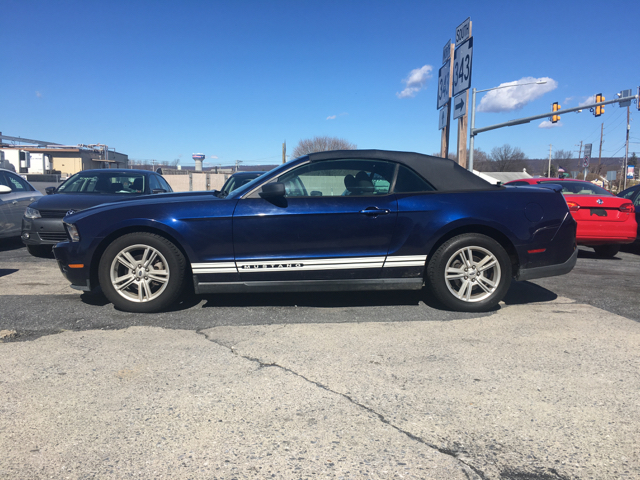 2010 ford mustang v6 2dr convertible in fredericksburg pa. Black Bedroom Furniture Sets. Home Design Ideas