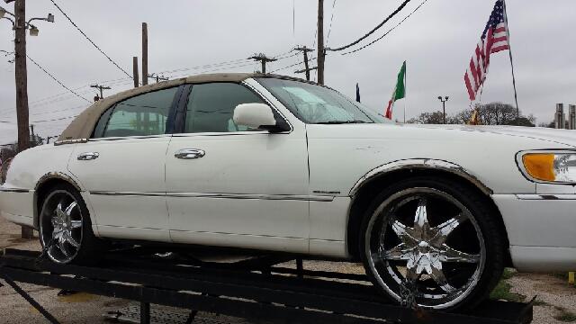 2001 Lincoln Town Car for sale in Dallas TX