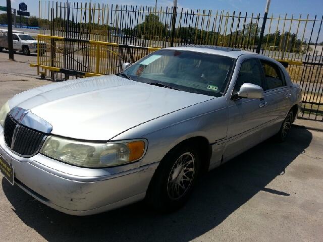 2002 lincoln town car signature 4dr sedan in dallas tx for Mega motors lake june