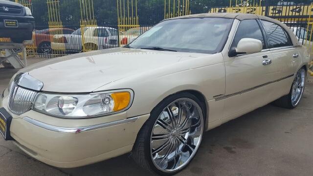 2001 lincoln town car cartier 4dr sedan in dallas tx for Mega motors lake june