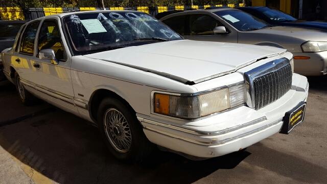 1994 lincoln town car signature 4dr sedan in dallas tx for Mega motors lake june