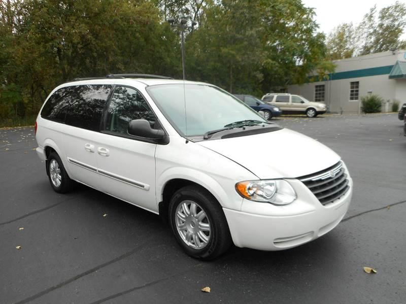 2006 chrysler town and country touring 4dr extended mini van in holland mi lighthouse auto sales. Black Bedroom Furniture Sets. Home Design Ideas