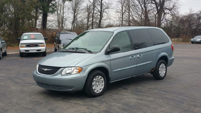 2003 chrysler town and country fwd 4dr extended mini van for Thompson motors lapeer mi