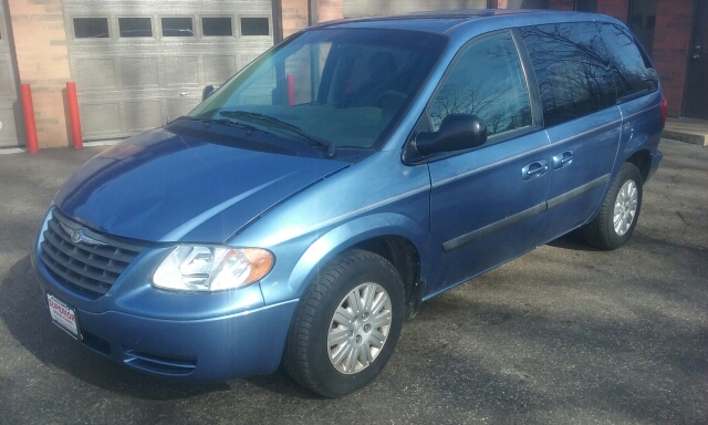 2007 Chrysler Town and Country 4dr Mini-Van - Cuyahoga Falls OH