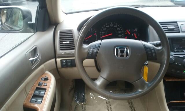 2005 Honda Accord EX V-6 4dr Sedan - Cuyahoga Falls OH